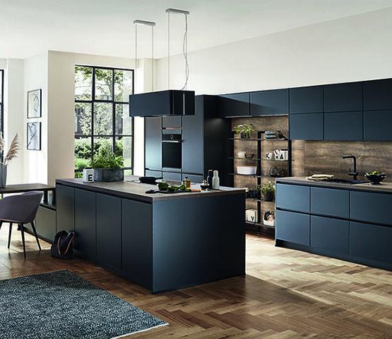 Keuken zwart met wave afzuigkap