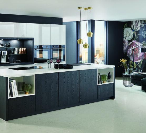 Moderne keuken met lampen